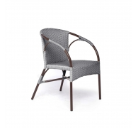 Плетеный стул из ротанга