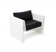 Плетеное кресло из ротанга