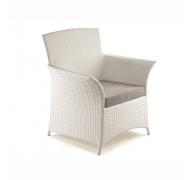 Плетене крісло з ротангу