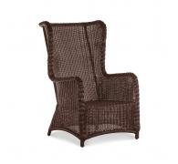 Кресло из ротанга с высокой спинкой
